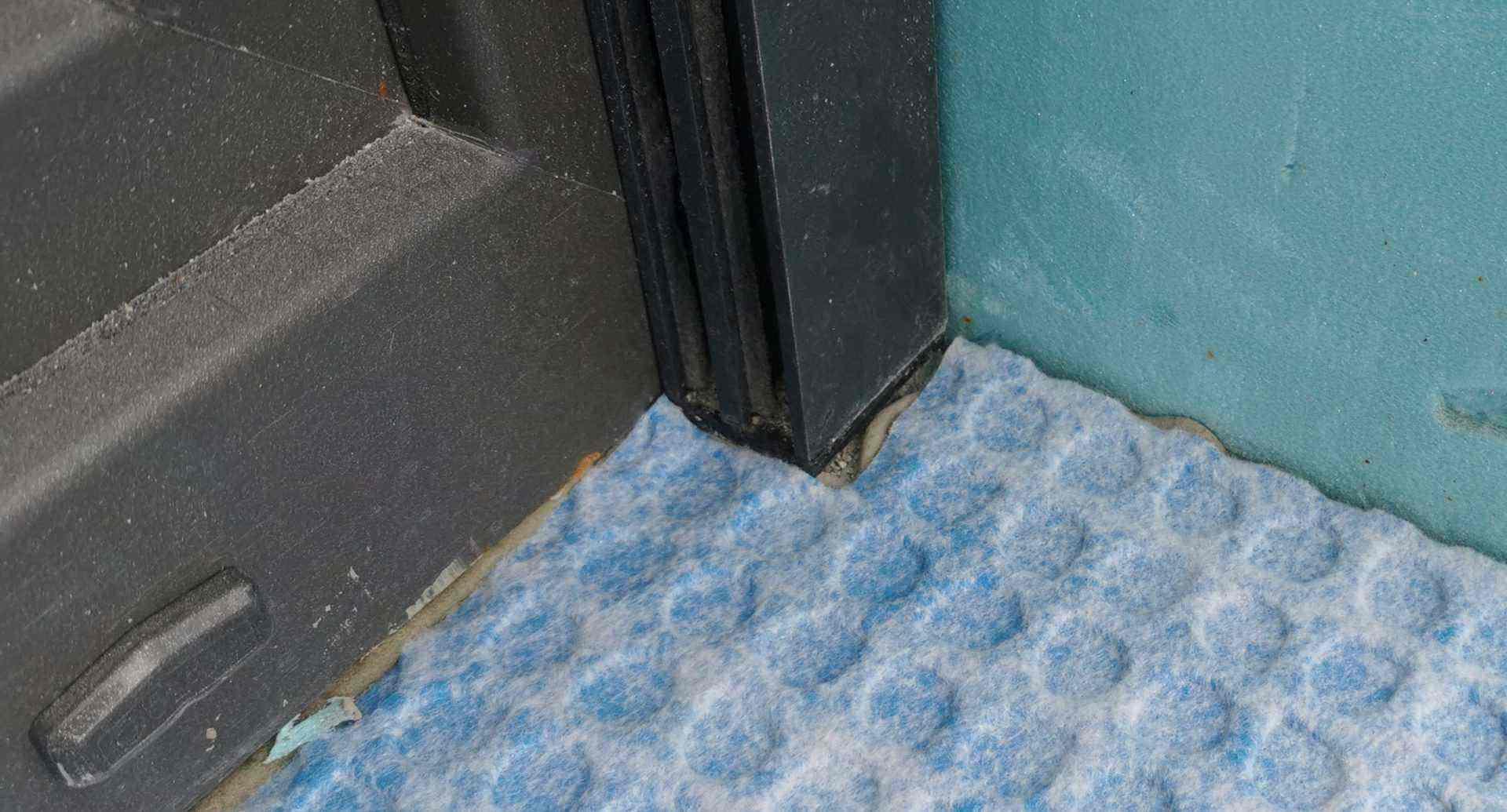 Detajl tesnenja pri vratih