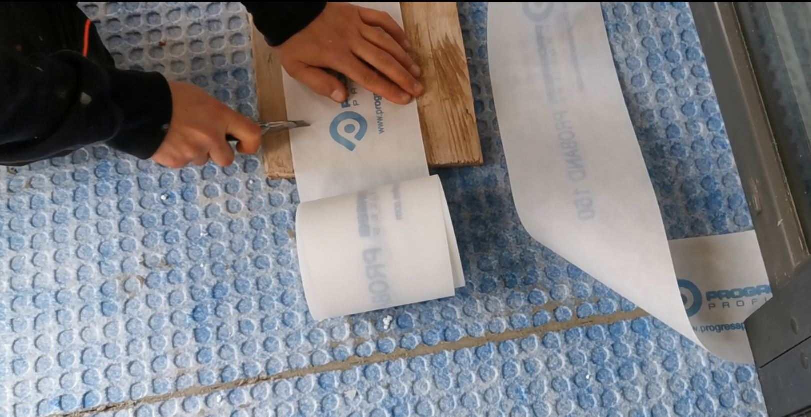 Rezanje tesnilnega traku na varni podlagi