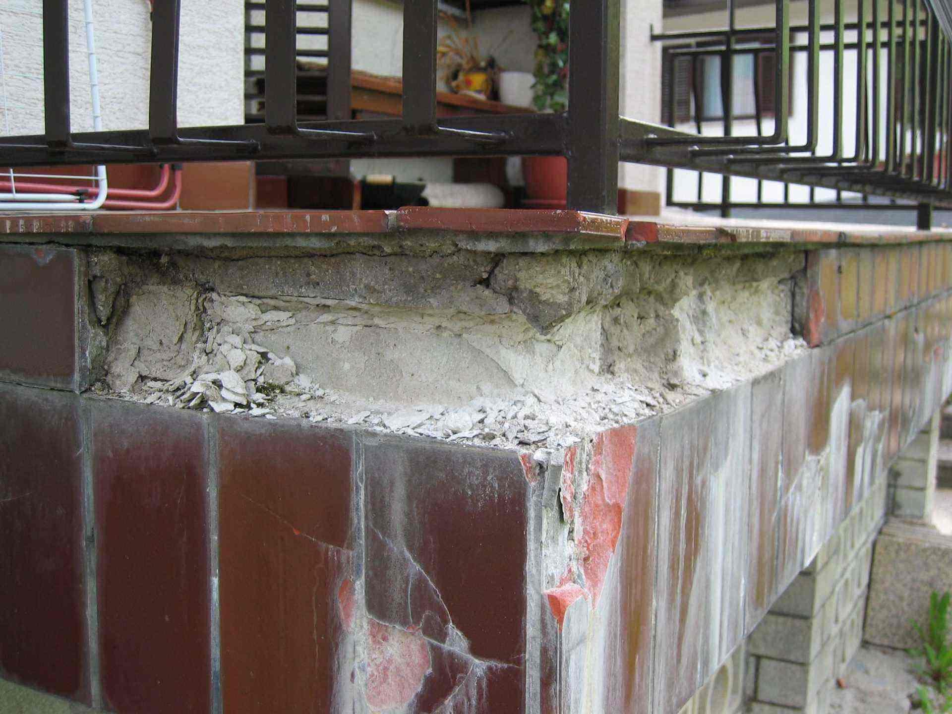 Zmrzlinske poskodbe na terasi