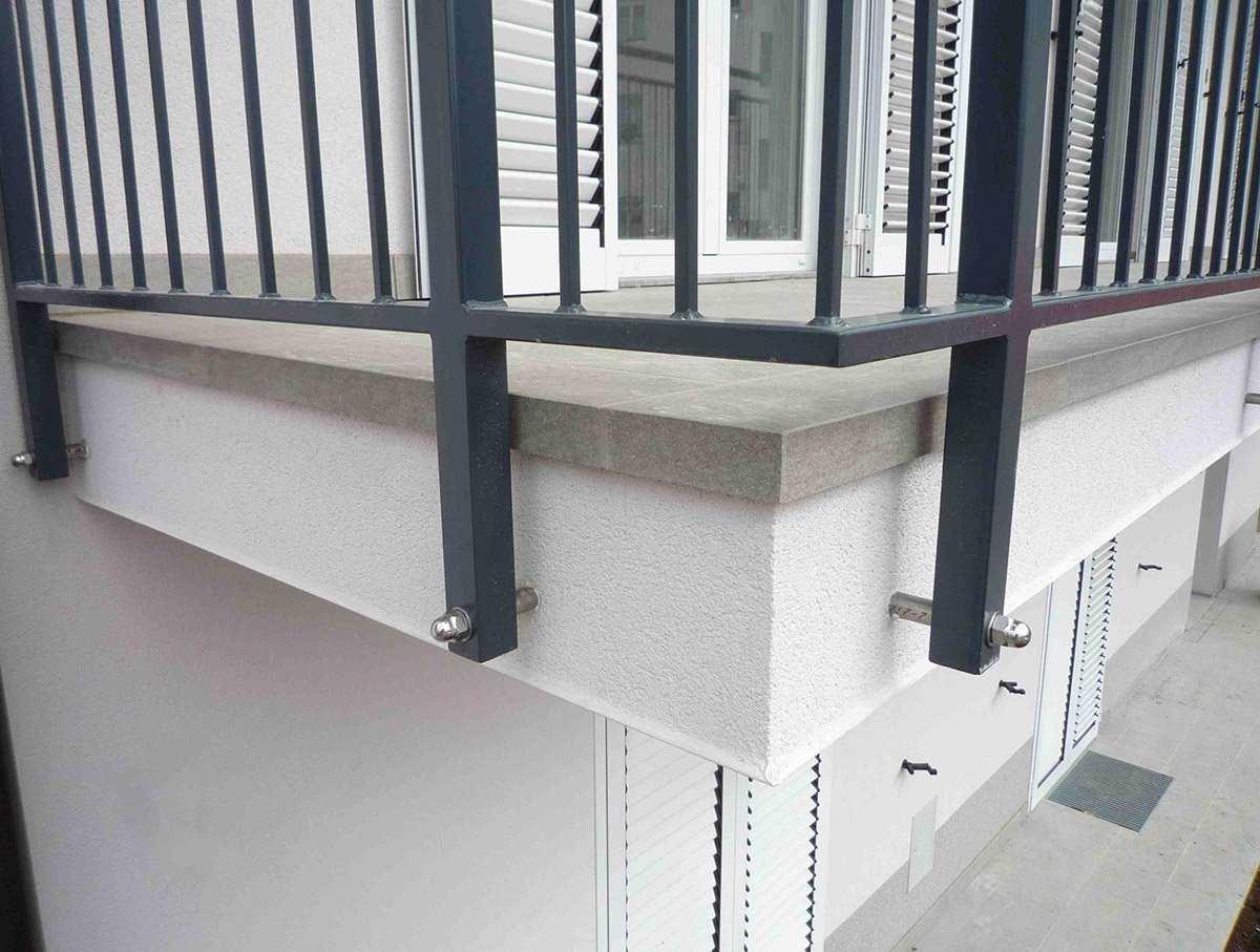 balkon z balkonsko obrobo 5cm z vrha scaled 1