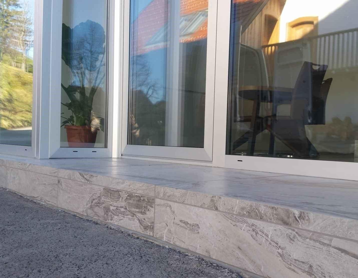vhod v podjetje imo iz balkonskih obrob 1