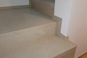 1 stopnice s stanjsanimi obrobami