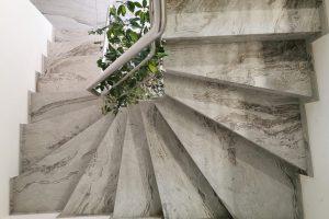 Zavito stopnišče z vrha