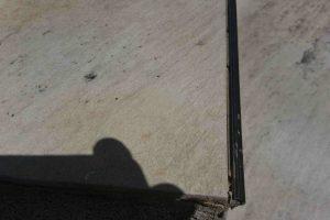 aluminijast robnik na stopnicah je pogosto vzrok odstopanja keramike