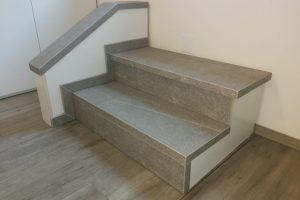 razstavni eksponat stopnici in ograja iz keramike