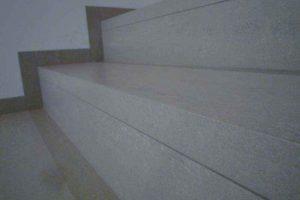stopnice iz balkonskih obrob v enem kosu od blizu 1