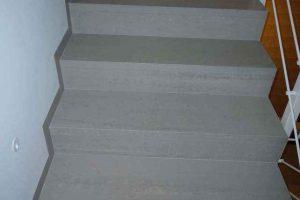 stopnice iz balkonskih obrob v enem kosu