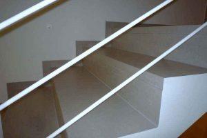 stopnice iz balkonskih obrob v enem kosu s strani pokitane