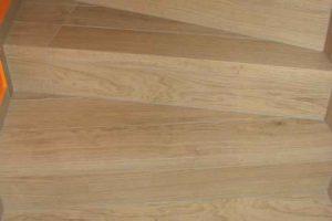 zavito stopnisce iz keramike imitacije lesa dimenzije 15x90 1
