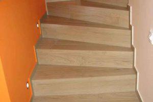 zavito stopnisce iz keramike imitacije lesa dimenzije 15x90 2